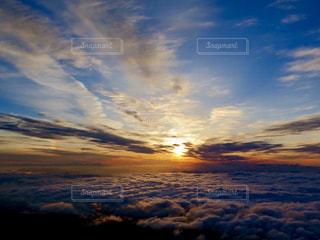 近くに空には雲の上 - No.901299
