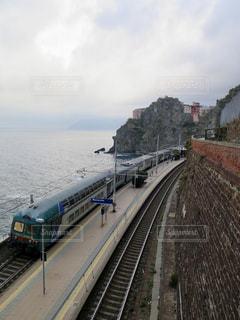 大きな長い列車の写真・画像素材[902647]