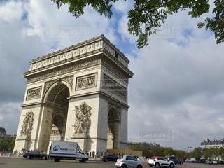 大きな白い建物の写真・画像素材[906669]