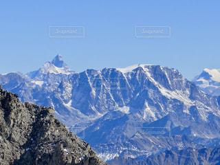 雪の覆われた山々 の景色の写真・画像素材[906766]