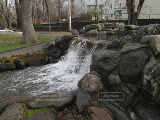 サクシュコトニ川の小さな滝の写真・画像素材[896645]