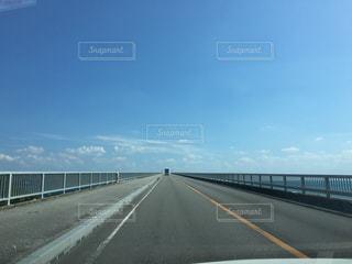 一直線に伸びる橋 - No.953806