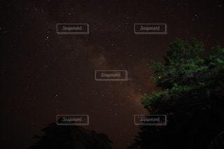 夜を彩る天の川の写真・画像素材[897499]