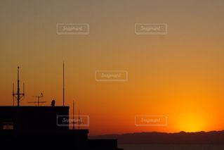 日本海に沈む夕日の写真・画像素材[898827]