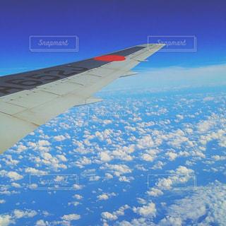 雲の上の飛行機の写真・画像素材[898194]