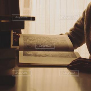 本を読むの写真・画像素材[1207109]