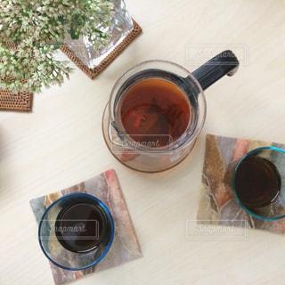 テーブルの上のコーヒーの写真・画像素材[1207150]
