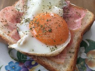 ハムエッグトーストの写真・画像素材[899733]