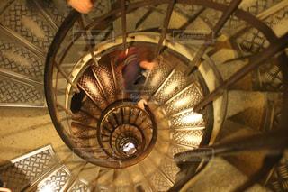 狭い螺旋階段の写真・画像素材[899952]