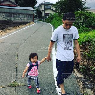 散歩中の写真・画像素材[900116]