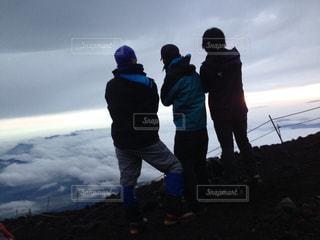富士山山頂付近より、御来光。の写真・画像素材[903033]