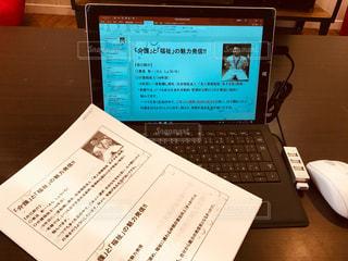 タブレット型パソコンでパワポ作成の写真・画像素材[908020]