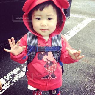 帽子をかぶっている小さな子供の写真・画像素材[912917]