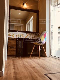 木製の床の部屋の写真・画像素材[1154627]