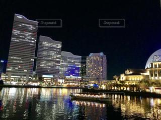 夜の横浜オフィスの写真・画像素材[911917]