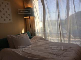 ホテルのベッドの写真・画像素材[902429]
