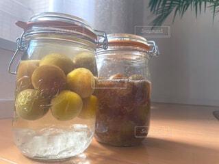 梅シロップと梅酒の写真・画像素材[4568080]