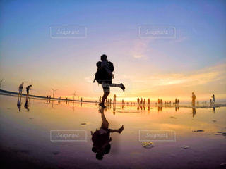 台湾旅行✈️湿地帯で夕日バックにシルエット撮影📸の写真・画像素材[903312]
