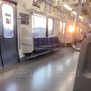 車内からの朝陽の写真・画像素材[1012977]