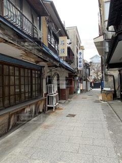 温泉街の路地の写真・画像素材[1823076]
