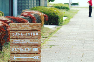 木製ベンチのサインの写真・画像素材[904410]