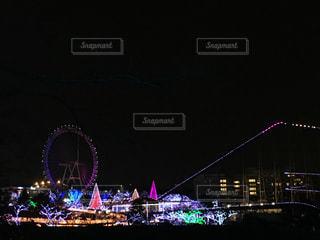 夜のライトアップされた街の写真・画像素材[904662]