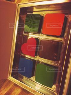 赤い冷蔵庫と電子レンジの写真・画像素材[905270]