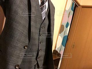 スーツとネクタイを身に着けている男の写真・画像素材[905427]