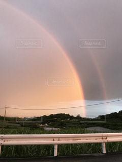 水の体の上の虹の写真・画像素材[905771]