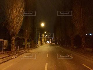 夜の街の景色の写真・画像素材[906459]