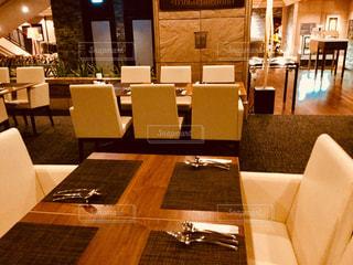 ダイニング ルームのテーブルの写真・画像素材[907824]
