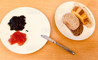 皿の上のケーキの一部 - No.907833
