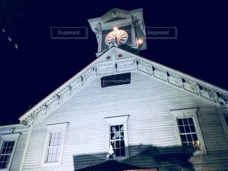 クロック タワーは夜ライトアップの写真・画像素材[907838]