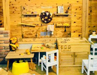 木製テーブルの写真・画像素材[909645]