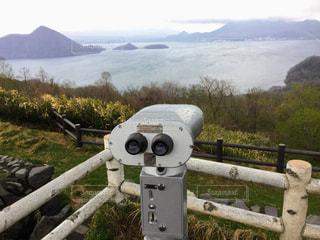 湖を眺める展望台の写真・画像素材[915533]