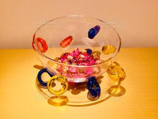 テーブルの上のガラス - No.915544