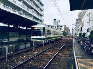 電車の駅で、電車の中で電車のトラックします。 - No.921976