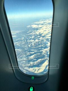飛行機の窓の写真・画像素材[924335]