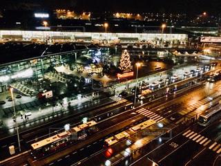夜のライトアップされた空港の写真・画像素材[924343]