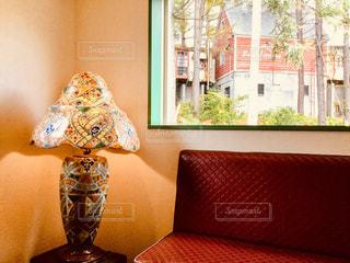 テーブルの上の花の花瓶の写真・画像素材[924511]