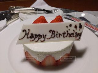 皿の上のケーキのスライス - No.950518