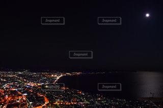 暗闇の都市と、の写真・画像素材[906435]
