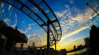 遊園地の夜明けの写真・画像素材[916429]
