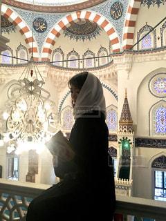 モスクにいる女性の写真・画像素材[1167550]