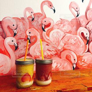 フラミンゴの壁 飲み物の写真・画像素材[1203996]