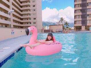 水のプールの女の子の写真・画像素材[1206217]