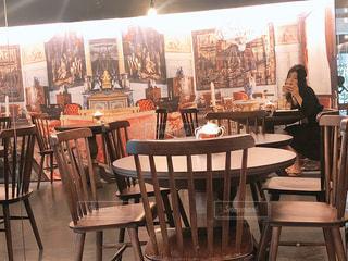 ダイニング ルームのテーブルの写真・画像素材[1324909]