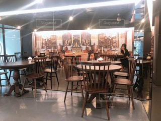 レストランのダイニング ルームのテーブルの写真・画像素材[1324914]