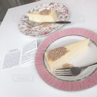皿にケーキの写真・画像素材[1561671]
