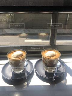 テーブルの上のコーヒー カップの写真・画像素材[1829972]